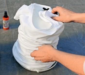 malowanie koszulki bawełnianej farbą w atomizerze Marabu Fashion Spray